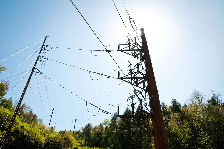 Power lines cut across a Vermont hillside. VTD/Josh Larkin