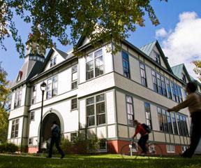 Debevoise Hall on the Vermont Law School campus in South Royalton. VTD/Josh Larkin
