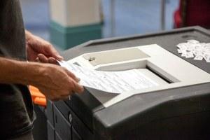 Voter scanning ballot