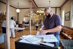 Kevin Oddy operating ballot tabulator